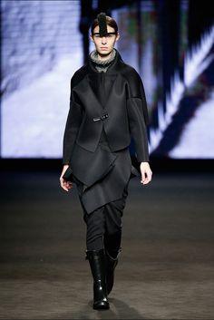 Txell Miras. Colección otoño-invierno 2015/2016. 080 Barcelona 080 Barcelona, Barcelona Fashion, Vogue, Women, Style, Fall Winter 2015, New York Fashion, Walkway, Black