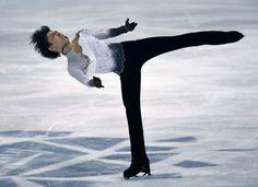 フィギュアスケートのフィンランディア杯、男子で優勝した羽生結弦のフリー(6日、フィンランド・エスポー)=ロイター  http://www.nikkei.com/article/DGXNSSXKA0484_W3A001C1000000/