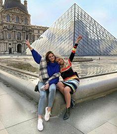 Travel paris the louvre ideas for 2019 Paris Pictures, Paris Photos, Travel Pictures, Travel Photos, Passport Pictures, Europe Photos, Paris Photography, Photography Poses, Travel Photography