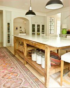 Cualquiera que sea nuestro estilo debe notarse en la decoración de la cocina, sin renunciar jamás a un diseño de cocina bien distribuida, cómoda y funcional.