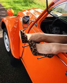 High heels 2cv Citroen C3, Crazy Heels, 2cv6, 356 Speedster, Vw Cars, Great Legs, Train Car, Car Girls, Motor Car