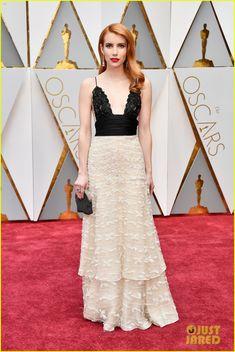 Emma Roberts Walks the Oscars 2017 Red Carpet in Vintage Armani Prive | emma roberts oscar dress 02 - Photo