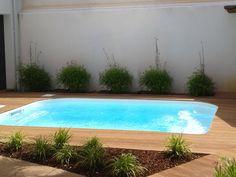 Mini piscine - Petite piscine coque polyester - fabrication française - piscine sans permis - fond plat - nage à contre courant - contour bois
