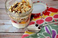 Healthy Breakfast Recipes: Yogurt Parfait with Fruit & Granola #MakeAhead #Easy #Healthy