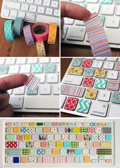 """Bringt Farbe auf deine Tastatur ♥ bei den """"Klebestreifen"""" handelt es sich um Washi-Tapes, die aus Japan stammen, leicht selbstklebend & durchsichtig sind. Dadurch könnt ihr die überklebten Tasten noch erkennen und wenn es euch nicht gefällt alles easy entfernen. :) Die Tapes bekommt ihr hier: http://amzn.to/YCgGxr (gibt's dort mit ganz vielen verschiedenen Mustern & Farben) Entdeckt auf hernewleaf.com"""