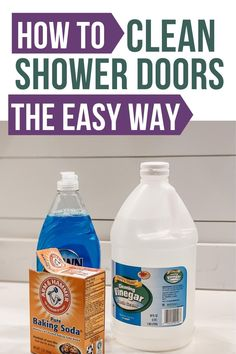 How to clean shower doors! Learn how to clean your glass shower door with vinegar and baking soda. Here's how to remove hard water stains off shower doors for good! Vinegar Shower Cleaner, Glass Shower Door Cleaner, Cleaning Glass Shower Doors, Clean Shower Doors, Homemade Shower Cleaner, Best Shower Cleaner, Baking Soda Cleaning, Household Cleaning Tips, House Cleaning Tips