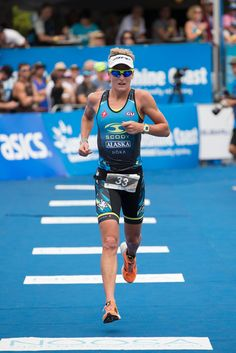 Hauschildt Ironman Blue Performance Triathlon Singlet 42a54f733