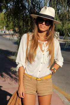great vacation outfit:  top– Lefties (AW 11-12), Shorts – Pull and Bear (SS 11), belt– Oasap (SS 12), Booties – Zara (SS 12)