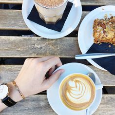 Perfect #autumn Saturday mornings with the impossibly lovely @theglitteringunknown Oh and the lovely folk from @danielwellington have given all #madefromscratch readers a 15% discount off the entire collection including their beautiful new #rosegold bangle. Simply enter the code DWMADEFROMSCRATCH at the checkout. #freshstart #dwperfectmatch