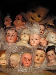 Antique doll convention by Leo / Poupée mécanique on Flickr.