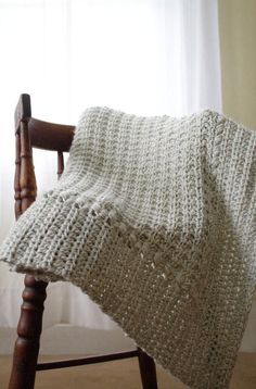 Make this crochet baby blanket pattern as a perfect baby shower gift that is handmade and easy to make.  You'll love this beginner crochet pattern! #crochet #crocheting #crochetpattern #babyblanket #crochetblanket Crochet Baby Blanket Sizes, Crochet For Beginners Blanket, Crochet Blanket Patterns, Beginner Crochet, Crochet Throws, Crochet Afghans, Crochet Blankets, Free Crochet, Baby Girl Patterns