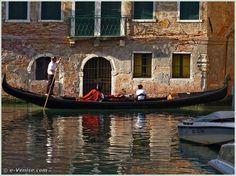 Gondole sur le rio de San Severo, dans le Castello à Venise
