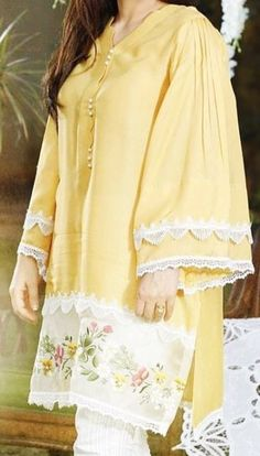Casual Dress Pakistani Formal Dresses, Pakistani Fashion Casual, Pakistani Dress Design, Pakistani Kurta, Stylish Dress Designs, Stylish Dresses For Girls, Casual Dresses, Sleeves Designs For Dresses, Dress Neck Designs