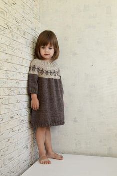 Knitting For Kids, Baby Knitting Patterns, Baby Patterns, Girls Knitted Dress, Knit Baby Dress, Sewing Clothes, Doll Clothes, Crochet Baby, Knit Crochet