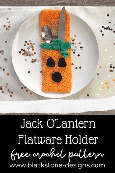 Pumpkin or Jack O'Lantern Flatware Holder free crochet pattern from Blackstone Designs #Crochet #Crochetpattern #newcrochetpattern #halloweencrochet #thanksgivingcrochet #halloweencrafts #thanksgivingcrafts #flatwarepouch #silverwarepouch