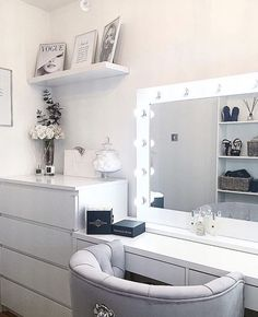 We love anna_louisa_x dressing room featuring our Audrey Hollywood Mirror. Makeup Mirror with Lights Wardrobe With Dressing Table, Dressing Room Decor, White Dressing Tables, Dressing Room Design, Girls Dressing Room, Ikea Dressing Table, Dressing Table Organisation, Dressing Table Lights, Dressing Table Mirror