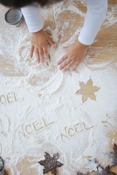 noel in flour Christmas Cards To Make, Noel Christmas, Family Christmas, Christmas And New Year, Winter Christmas, Christmas Cookies, Christmas Crafts, Christmas Decorations, Christmas Kitchen