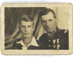Jan Pacewicz, Policeman in Równe, Poland's Eastern Borderlands murdered by the Soviets on Stalin's order in the Katyń massacres - Kiev-Bykownia Spring 1940. His eldest son on left, Józef.