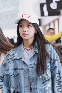 It's time to wear a denim jacket, too fashionable! Kpop Girl Groups, Korean Girl Groups, Kpop Girls, Bright Pants, Cheng Xiao, Cosmic Girls, Chinese Actress, Kawaii, Outfit Goals