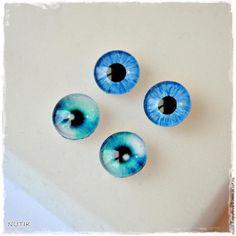Сегодня покажу вам, как сделать глазки, которые отлично подойдут валяным игрушкам и тедди-зверятам. Этот мастер-класс для ознакомления, и я буду рада комментариям и советам, особенно от бывалых мастеров, которые работают с кабошонами. Нам потребуются: - круглые кабошоны необходимого размера глаз; - основа для сережек-гвоздиков; - распечатка радужки глаз такого же размера, что и кабошон (у меня…