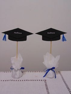 Graduation table ornament personalized Twosided you can enter the name of the trainee or guests name or symbol of the course responsible Graduation Table Decorations, Graduation Party Themes, Graduation Party Decor, Graduation Cards, Graduation Ornament, Trunk Party, Party Centerpieces, Crafts, Diy Party