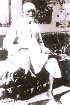 Sai Baba of Shirdi is believed to have been born between 1838 and This Indian saint is known to have practised both Hinduism and Islam, but he made . Sai Baba Pictures, God Pictures, Rare Pictures, Rare Photos, Indian Saints, Saints Of India, Neem Karoli Baba, Sai Baba Miracles, Shirdi Sai Baba Wallpapers
