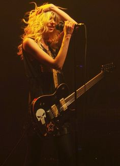 Taylor Momsen: She puts the AWE in awesome