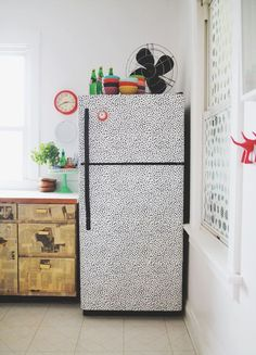 Decorar a geladeira nunca foi tao divertido! Envelope-a com papel contact com textura ou liso :D