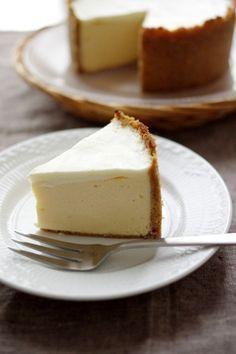 ネットサーフィン中に見つけたホルトハウス房子さんのレシピでチーズケーキを作ってみました♪ホルトハウス房子さんのお店 House of Flavoursのチーズケーキは、日本一高いチーズケーキで有名!こ