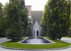 Ten elaborate gardens worth admiring.
