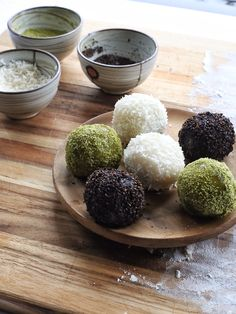 Dessert is served! These Gyeongdan, or Korean Sweet Rice Cakes, are filled with sweet red bean paste and coated with matcha green tea, shredded coconut, or roasted black sesame seeds. Korean Rice Cake, Korean Sweets, Korean Dessert, Korean Food, Korean Tea, Asian Desserts, Asian Recipes, Alcoholic Desserts, A Food