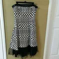 Retro polka-dot a-line dress w tulle rufffle Strapless retro off-white/black polka-dot a-line dress w tulle rufffle at bottom WINDSOR Dresses Mini