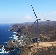 El parque eólico de Punta Palmeras es nuestra primera instalación de esta naturaleza en Chile. Operativa desde otoño de 2014, tiene capacidad para producir energía limpia para unos 60.000 hogares chilenos gracias a los 15 aerogeneradores AW3000 instalados de 116 m de rotor sobre torre de acero de 92 m.