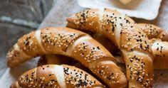 Vidéki konyha egyszerűen, de igényesen. A csalántól a szarvasgombáig minden. Baking And Pastry, Bagel, Recipies, Bread, Cookies, Food, Easy Recipes, Recipes, Crack Crackers