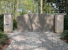 Houten poort model 18.05M hier uitgevoerd als een schuifpoort. Opening 5m hoogte aan de paal 1m80. Locatie: Bonheiden, Antwerpen