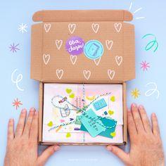 Todos os pedidos feitos na lojinha são embalados assim - com muito amor e gratidão! Pretty Packaging, Box Packaging, Birthday Box, Kits For Kids, Packaging Design Inspiration, Creative Gifts, Diy And Crafts, Stationery, Shops