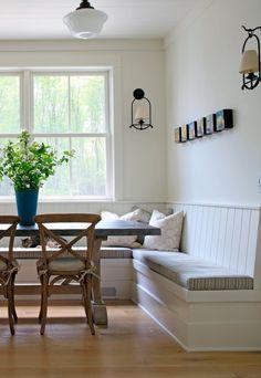 Eat in kitchen banquette/table #Esstisch und #Sitzgelegenheiten #Bank im #Landhausstil