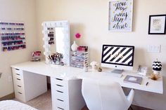 Teens need a space to do their homework and be creative, here is a collection of styling ideas for teen girls desks. Teens need a space to do their homework and be creative, here is a collection of styling ideas for teen girls desks. Teen Girl Desk, Teen Girl Bedrooms, Girl Rooms, Desk Ideas For Teen Girls, Desk For Teens, Bedroom Decor Ideas For Teen Girls, Girl Decor, Sala Glam, Rangement Makeup