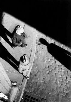 Walker Evans: Pedestrians at Curb, Seen from Above, New York City, 1928