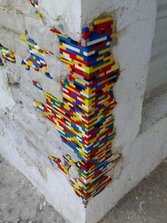 Recycle your LEGO, a decoration idea! - Artists Recycle your LEGO a decoration idea! The decoration of home is similar to an exhibition space that reveals our pers. Street Art Graffiti, Legos, Lego Brick, Land Art, Public Art, Urban Art, Amazing Art, Cool Art, Kids Room
