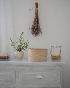 Decapando / Vero Palazzo - Home Deco Muebles Shabby Chic, Vintage Farm, Chalk Paint, Ideas Para, Planter Pots, Simple, Blanco Color, Room, House