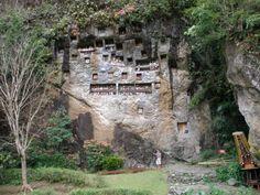 Tumbas Tau Tau en la región Toraja en Sulawesi