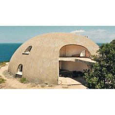 No photo description available. Monolithic Dome Homes, Geodesic Dome Homes, Hut House, Dome House, Round Building, Natural Building, Sustainable Architecture, Architecture Interiors, Earth Bag Homes