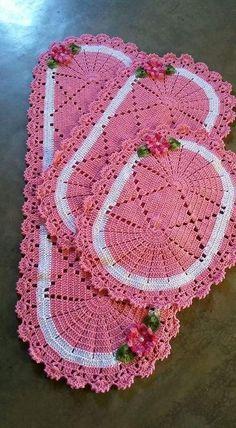 Crochet and Knitting Crochet Placemats, Crochet Mat, Crochet Table Runner, Crochet Home, Filet Crochet, Cute Crochet, Crochet Doilies, Crochet Flowers, Thread Crochet
