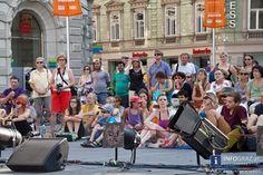 Fotos von ATEMPO CIRC bei La Strada am Grazer Hauptplatz - 28. Juli 2013  http://www.info-graz.at/la-strada-lastrada-graz-bilder-fotos-festival-sommer-ensemble-figurentheater-strassentheater/overview/33684/15699_atempo-circ-la-strada-graz-28-juli-2013-zirkus-akrobatik-grazer-hauptplatz/