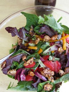 Fresh Balsamic Summer Salad -- This delicious recipe is dinner table-ready in just 20 minutes time! Recipe and photo by blogger, Xenia Sundell, of www.thanksmailcarrier.com.