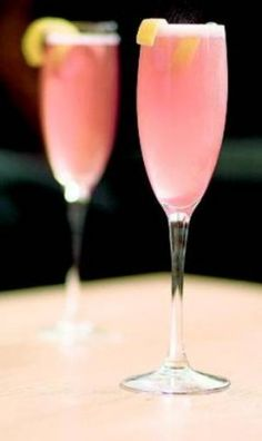 10 Easy Champagne Recipes To Help Ring In The New Year #cocktailrecipes