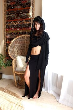 ···~<<✦✥ DESIGN ✥✦>>~··· This is the Crop version of out classic Cardigan Wrap. Beautiful and versatile wrap cardigan. It has a generous big hood and