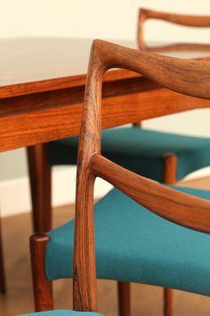 Zestaw 6 krzeseł wykonanych z drewna palisandrowego o pięknym jasnym odcieniu i wyjątkowym usłojeniu. Wykonane…