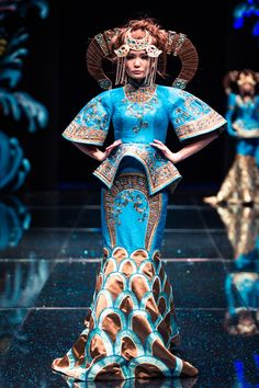 Mongolian fashion designer Ochirjantsan Bold, founder of Torgo Fashion, found inspiration in the court dresses Manchu-led Qing Dynasty of the 18th and 19th centuries, as well as the various tribes …